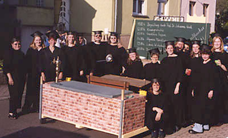 2001: Die Kirwenuniversität